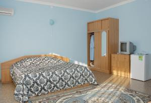 A bed or beds in a room at Admiral Nelson