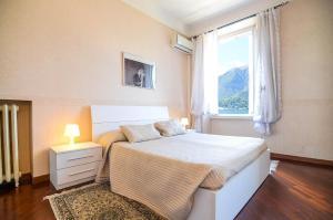 A bed or beds in a room at Appartamenti Il Sogno
