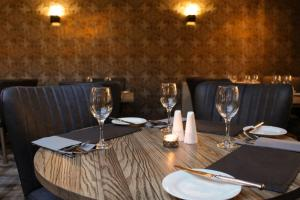 A restaurant or other place to eat at Crooklands Hotel