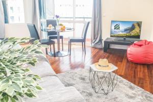 A television and/or entertainment centre at Arcadas Cozy Apartments - AU