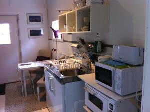 A kitchen or kitchenette at Fredsberg Apartments