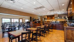 Ein Restaurant oder anderes Speiselokal in der Unterkunft Best Western Plus Canyonlands Inn