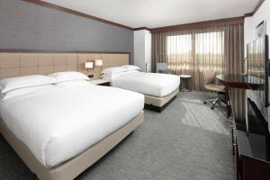 A bed or beds in a room at Hilton Minneapolis Bloomington