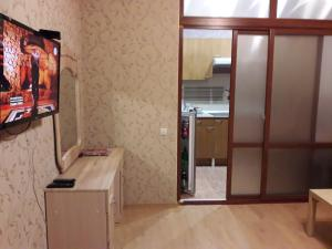 Кухня или мини-кухня в Apartment Alpiyskaya