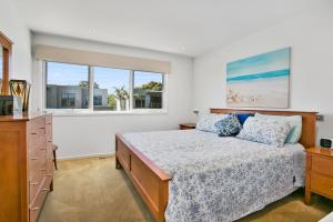 A bed or beds in a room at Tranquil Shores - Safety Beach