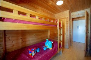 A bunk bed or bunk beds in a room at Goélia - Les Chalets des Marmottes