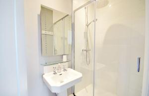 A bathroom at Poplars Farm