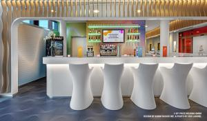 The lounge or bar area at prizeotel Bremen-City