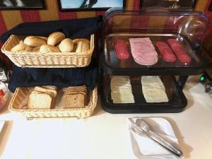 Breakfast options available to guests at Film Hotel