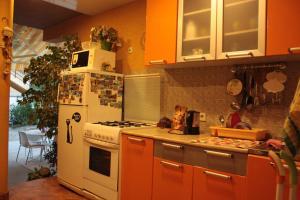 Кухня или мини-кухня в Гостевой Дом Инна - Санна