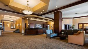 The lobby or reception area at Best Western Plus Winnipeg Airport Hotel