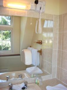 A bathroom at Brookville House