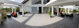The lobby or reception area at Daffodils Beach Negombo