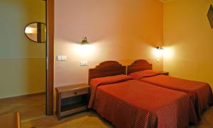 A bed or beds in a room at Hotel Ristorante Benigni