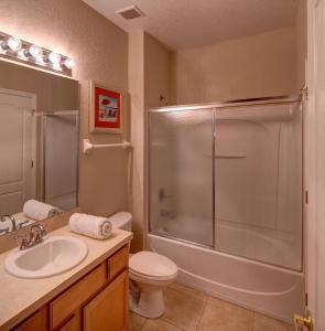 A bathroom at Tropical Retreat