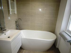A bathroom at King Cross Private Double room (6)