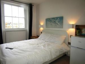 A bed or beds in a room at King Cross Private Double room (6)