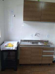 A kitchen or kitchenette at FLORIPA FLORINDO APART