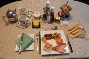 Breakfast options available to guests at Finjaro