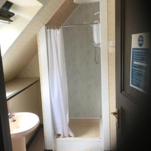 A bathroom at Arbor Travel Lodge