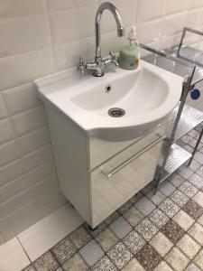 Ένα μπάνιο στο Sunny Studio Flat