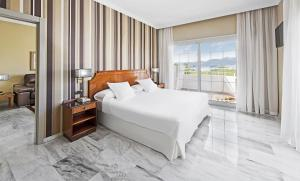 A bed or beds in a room at Elba Motril Beach & Business Hotel