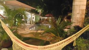 Vue sur la piscine de l'établissement Chez Marine Guest House ou sur une piscine à proximité