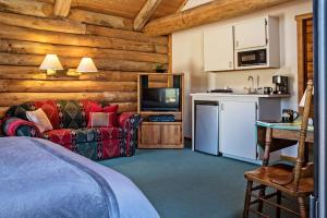 A kitchen or kitchenette at Triangle C Cabins