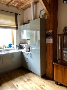 A kitchen or kitchenette at Holiday House Laura