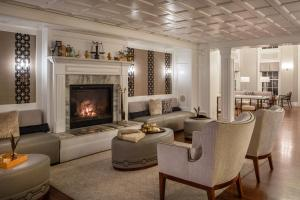 A seating area at The Equinox, a Luxury Collection Golf Resort & Spa, Vermont