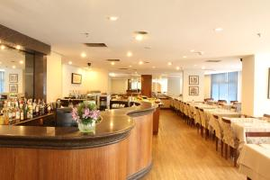 A restaurant or other place to eat at Travel Inn Live & Lodge Ibirapuera Flat Hotel
