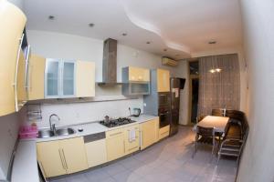 A cozinha ou cozinha compacta de Vip Apartment in the Centre of Baku