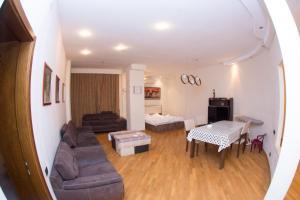Uma área de estar em Vip Apartment in the Centre of Baku