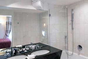 Salle de bains dans l'établissement Hotel & Spa REGENT PETITE FRANCE