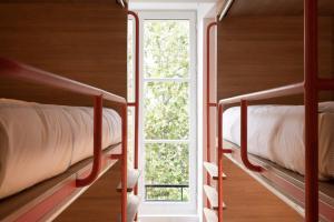 Двухъярусная кровать или двухъярусные кровати в номере Central Hostel Bordeaux Centre
