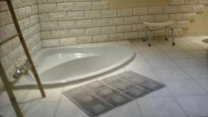 A bathroom at Chambre d'hôtes Campagne