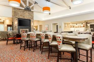 A restaurant or other place to eat at Homewood Suites by Hilton Long Island-Melville