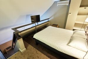 A bed or beds in a room at ibis Deauville Centre