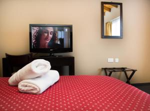 A television and/or entertainment center at Marcopolo Suites Calafate
