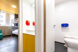 A bathroom at Euro Hostel Glasgow