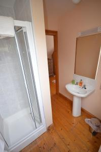 A bathroom at Camillaun Lodge with Lough Corrib Boat Hire