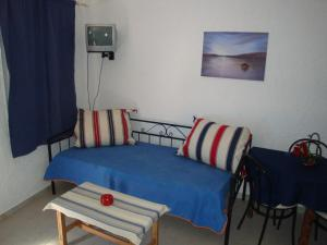 A bed or beds in a room at Maria-Flora Apartments