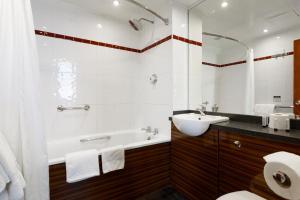 A bathroom at The Victoria Hotel