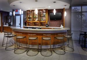 The lounge or bar area at SpringHill Suites by Marriott Columbus OSU