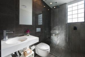 A bathroom at EIGHT TWO NINE TWO IV: BONDI BEACH
