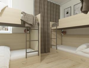 Двухъярусная кровать или двухъярусные кровати в номере Хостел Волга в Коньково