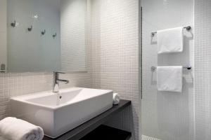 A bathroom at Le 15-Appartments Collioure