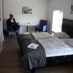 En eller flere senge i et værelse på Factory Lodge