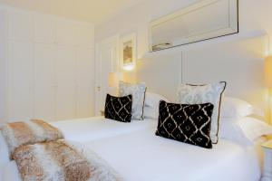 A bed or beds in a room at Fancourt Hotel