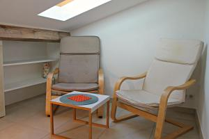 A seating area at Studio Eco-Friendly Commandant André